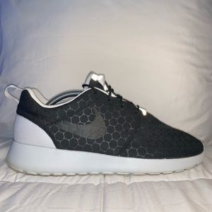 Nike roshe run sneakers LIKE NEW!